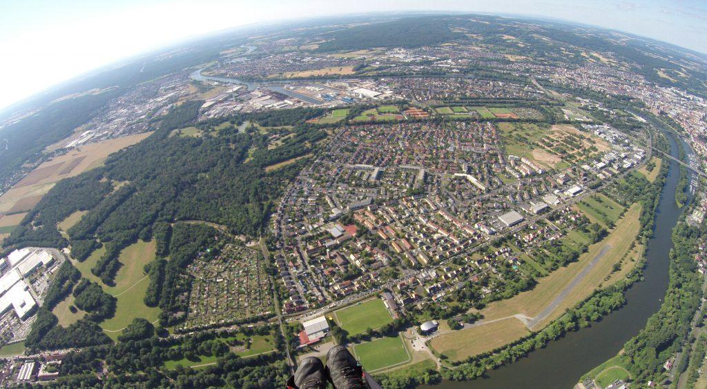 Gleitschirmflüg über Aschaffenburg